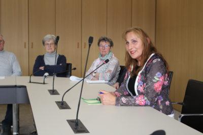 Andrea Schwarz MdL im persönlichen Gespräch mit den Besucherinnen und Besuchern des Landtags aus ihrem Wahlkreis Bretten. Foto: Nagel