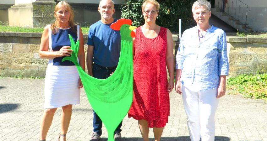 """V. l. n. r.: Andrea Schwarz MdL mit Mitgliedern des Umweltteams der Kirchengemeinde Kürnbach-Bauerbach Wolfgang Grahm, Pfarrerin Ulrike Trautz und Sigrun Grahm. Seit 2008 ist die Gemeinde mit dem Umweltsiegel """"Grüner Gockel"""" zertifiziert."""