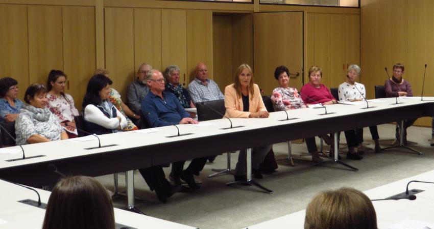 Andrea Schwarz MdL im Gespräch mit Bürgerinnen und Bürgern aus ihrem Wahlkreis Bretten, die sie für einen Tag nach Stuttgart eingeladen hatte.