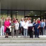 Die Besuchergruppe vor dem Landtag in Stuttgart: zahlreiche Landfrauen, sowie Frauen des Treffs aktiver Frauen der ev. Kirchengemeinde Bretten und weitere Einzelpersonen waren der Einladung nach Stuttgart von Andrea Schwarz MdL gefolgt.