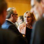 Andrea Schwarz MdL im Gespräch bei der Übergabe der Breitbandförderbescheide im Innenministerium in Stuttgart.