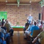 Armin Gabler vom Ortsverband Bündnis 90 / Die Grünen Graben-Neudorf begrüßt die zahlreichen Besucherinnen und Besucher.