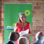 Andrea Schwarz MdL begrüßt das Publikum zu ihrer Veranstaltung zum Thema Klimawandel.